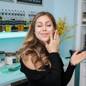 isabel lahela applying face oil